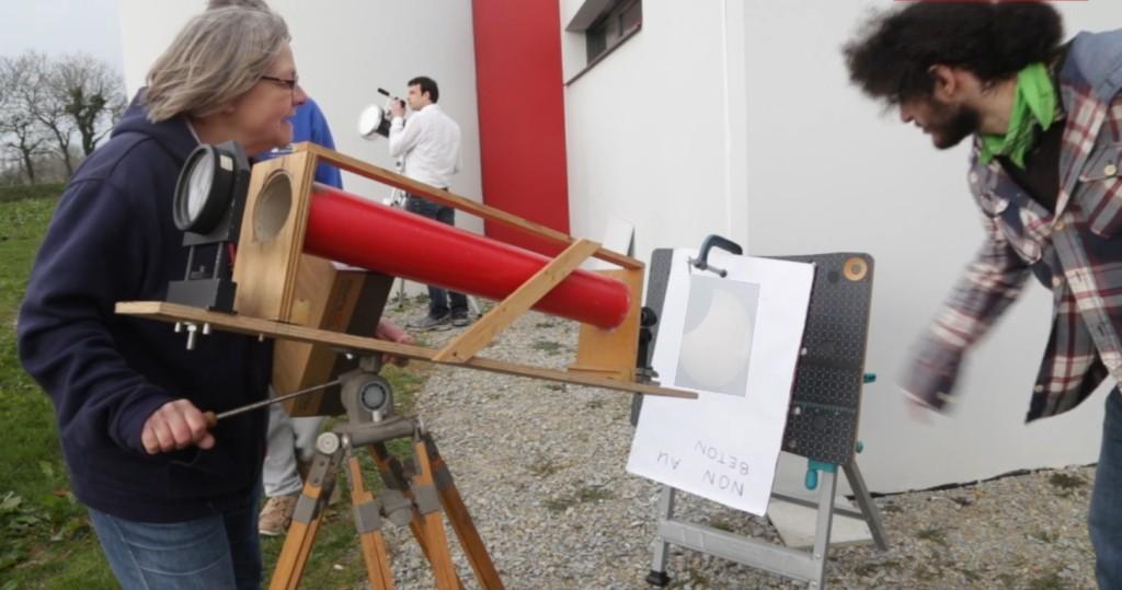 Nicole Wolffer observe le Soleil par projection à l'aide d'un imageur télécentrique